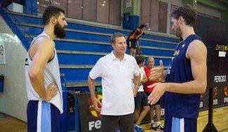 El nuevo coach de los Bulls Hoiberg visita a Pau Gasol y Mirotic