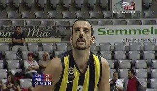 Salva Arco, segundo más valorado del Fenerbahçe ante Estrella Roja. Su actuación en vídeo, aquí