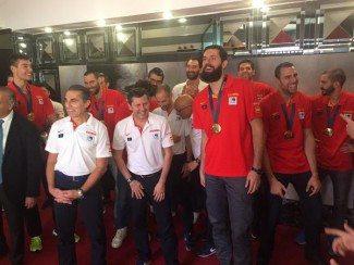 La Selección Española ofrece la Copa a los aficionados en Callao (Vídeo)