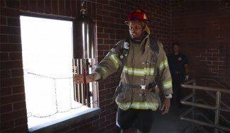 Los Kings empiezan fuerte. Entrenan con los ¡bomberos de Sacramento! (Vídeo)