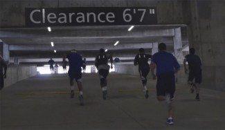 Los Mavs ya sudan la camiseta. Entrenan físico… ¡en un parking! (Vídeo)