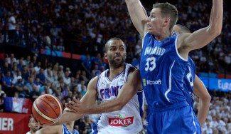 Parker (23 puntos) rescata a Francia ante Finlandia. «La defensa fue 0, empezando por mí» (Vídeo)