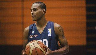 ¿Un base poniendo un tapón muy arriba al NBA Gortat? ¡Lo hace el ex Baskonia Renfroe!
