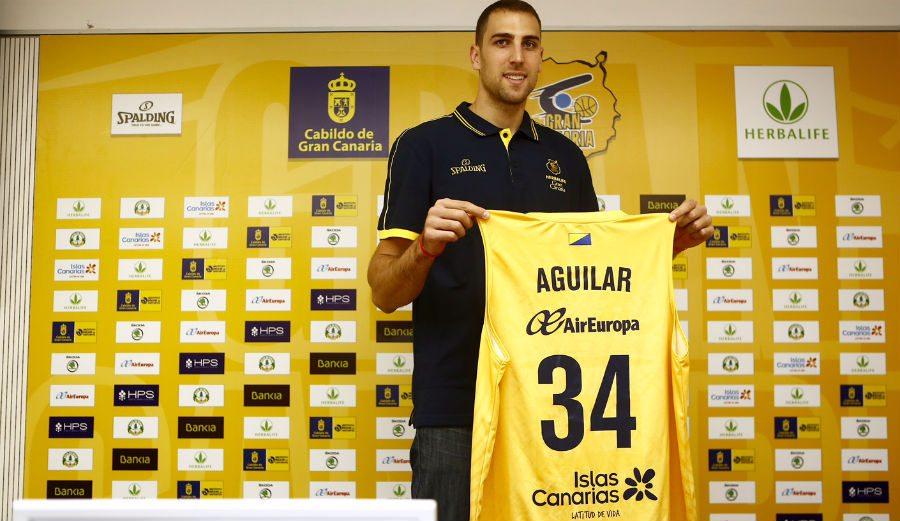 Aguilar, presentado: «Aíto cree que no he dado el 100% en la ACB y que con él puedo darlo»