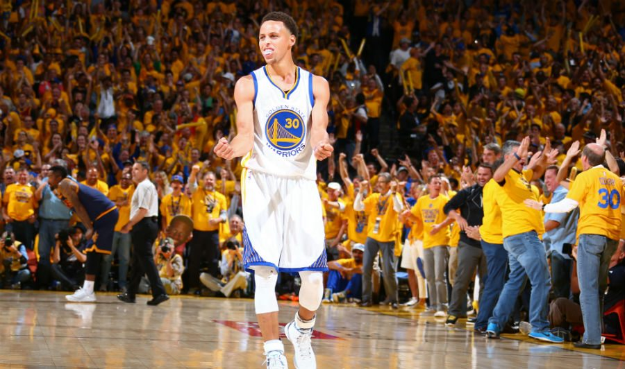 Sigue la fiesta. Los Warriors se comen a los Nuggets con 34 puntos de Curry (Vídeo)