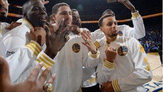 Por todo lo alto. Así han recibido los Warriors sus anillos de campeones de la NBA (Vídeo)
