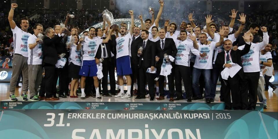 ¡Sobre la bocina! Un palmeo de Dunston da la Supercopa de Turquía al Efes (Vídeo)