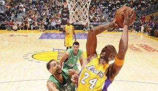 """Primera victoria de Lakers con 21 puntos de Kobe. Scott: """"Quiere jugar todos los partidos"""""""