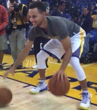 El genio de los dos balones. ¡Mira lo que hace Curry! (Vídeo)