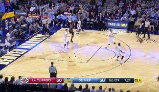 Blake Griffin se supera: se inventa un alley-oop para lanzar de tres. ¡Y la mete! (Vídeo)