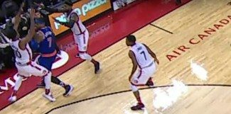 Los Knicks ganan en Toronto (109-111). ¿Pisa Melo la línea de banda en la jugada decisiva? (Vídeo)