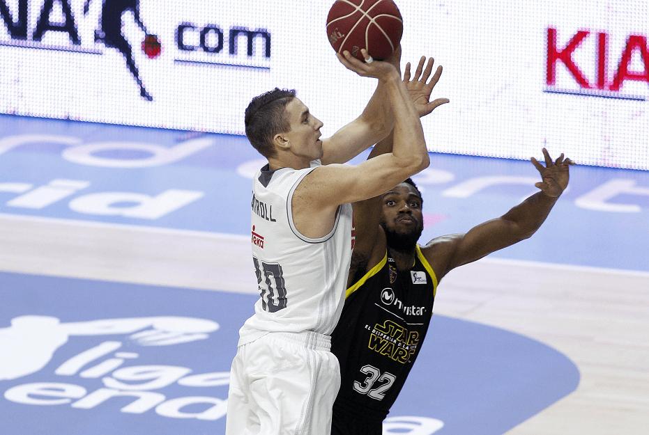El oficio del Madrid acaba con el ímpetu del Estu (75-80). Carroll, 14 puntos en 10 minutos