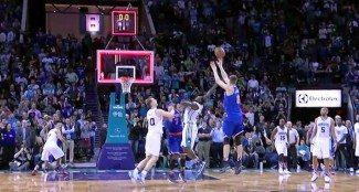 ¿Fuera de tiempo? Tras revisar el vídeo, anulan el primer triple ganador NBA de Porzingis (Vídeo)