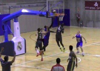 El junior del Real Madrid Khadim Sow demuestra porque Ibaka es su ídolo. ¡Vaya tapón! (Vídeo)