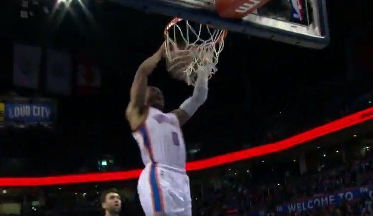 Westbrook se lo pasa en grande. Concurso de mates ante los Nets. ¿Cuál te gusta más? (Vídeo)