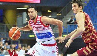 Daye jr. ya hace vibrar a Pesaro: 26 puntos y triplazo desde su tiro libre (Vídeo)