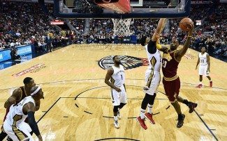 Duelo de estrellas: LeBron 37 – Davis 31. King James falla la guinda y cae en la prórroga (Vídeos)