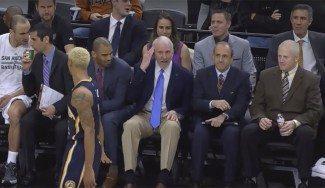 Esto también es NBA: Schröder pierde un diente y Popovich se ríe de un teñido (Vídeo)
