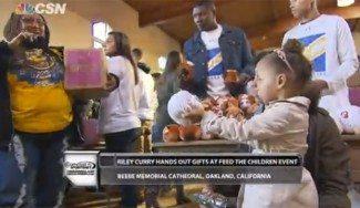 Ejemplares: Curry y su hija reparten comida a familias necesitadas de Oakland (Vídeo)