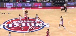 ¿El triple del año? Mira cómo le da la victoria Matt Barnes a Memphis (Vídeo)