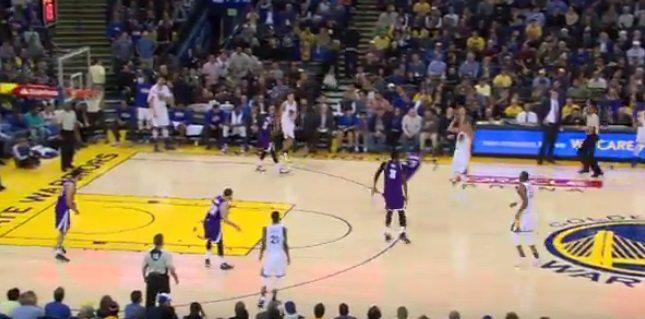 Festival del triple en Oakland. Curry y Casspi, en un duelo antológico. ¡Alucina! (Vídeo)