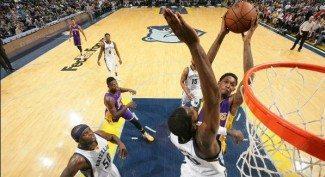¡Que animalada! Los Green amargan a los Lakers con dos tapones salvajes (Vídeo)