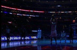 Un apagón en pleno partido NBA: Mira cómo reaccionan Blake Griffin y los Bucks