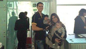 La imagen que queríamos ver: Kuric vuelve a Las Palmas con su mujer y sus hijos