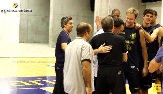 """Kuric, en Las Palmas: """"Donde mejor me puedo recuperar"""". Ovación del equipo (Vídeo)"""