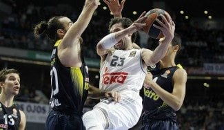 La defensa del Madrid, vital ante Fenerbahçe. Llull sentencia con un tiro imposible (Vídeo)