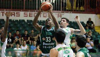 Otra vez en el mercado: Pete Mickeal deja Atenas de Córdoba tras 5 partidos