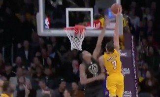 Hogar, dulce hogar. Los Lakers ganan en su regreso al Staples. ¡Vaya vuelo de Nance!