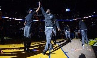 Draymond Green salva los muebles ante Denver. Curry recae de su lesión (Vídeo)