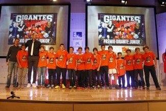 La liga que une la NBA con España nombre a su ganador. Brains recibe el anillo de la JR. NBA-FEB (Vídeo)