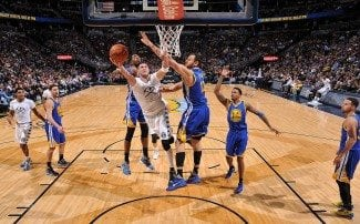 Tercera derrota de los Warriors (36-3). Gallinari, 28 puntos y robo clave a Curry