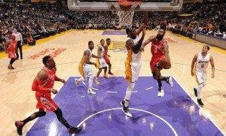 Harden, 31 puntos a los Lakers por partes: 6 canastas, 7 tiros libres y 4 triples (Vídeo)