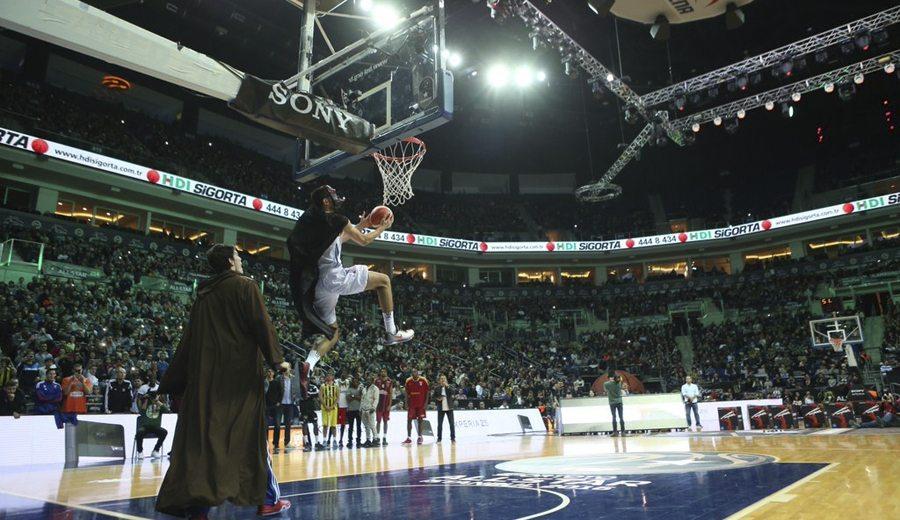 Star Wars en el All-Star turco. Korkmaz, campeón de los mates a lo Darth Vader (Vídeos)
