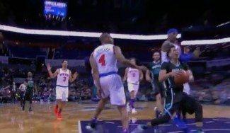 Fueron compañeros… Lin lidera a los Hornets con 26 puntos y Melo le atiza en la cara (Vídeo)
