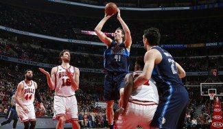 Los Mavs anulan a unos exhaustos Bulls. Nowitzki supera a Pau en su 43º duelo (Vídeo)