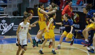 Paula Fraile reina en una final de 'locos'. Cataluña reedita el título de campeona de España infantil