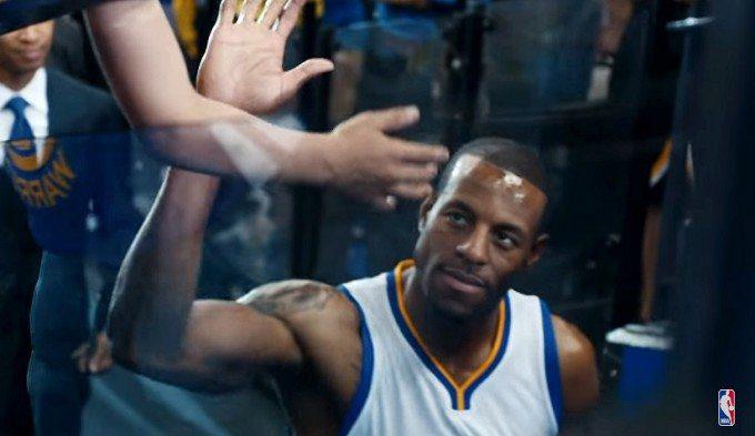 ¿Qué pasa si un crack NBA te choca la mano? Divertido anuncio