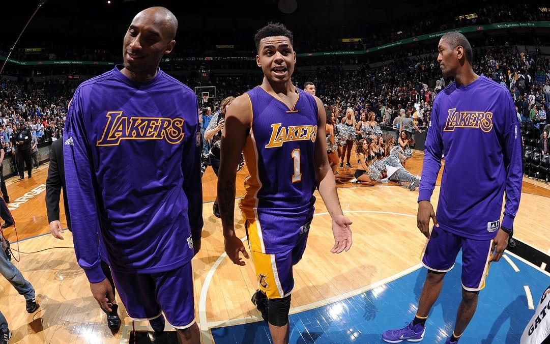 Tirón de orejas de Kobe a D´Angelo Russell y Julius Randle. ¡Nada de risitas tras palmar!