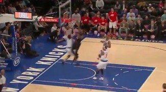 De su propia medicina: Triunfo de los Knicks el día que Porzingis recibe un póster (Vídeo)