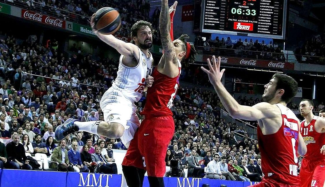 El Madrid le gana la batalla al Olympiacos. Triples del Chacho y Llull a lo Curry (Vídeos)