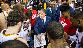 LeBron tumba a los Wolves y le hace la pelota al nuevo entrenador: discurso y regalo