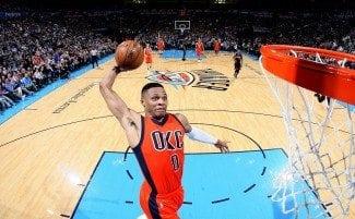"""Westbrook empalma triple doble. Durant: """"Cuando rebotea así, somos otro equipo"""" (Vídeo)"""