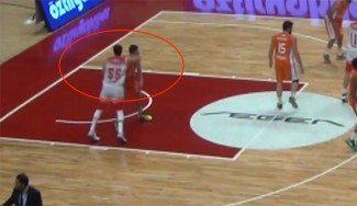 Lamentable: Brutal codazo de Kaloyan Ivanov en la Segunda División Turca (Vídeo)