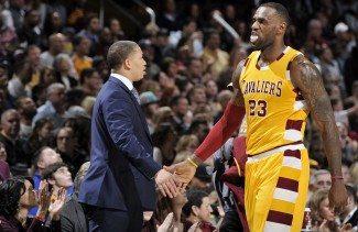 """Tyronn Lue: """"Es extraño ver a LeBron con la camiseta de los Lakers"""""""