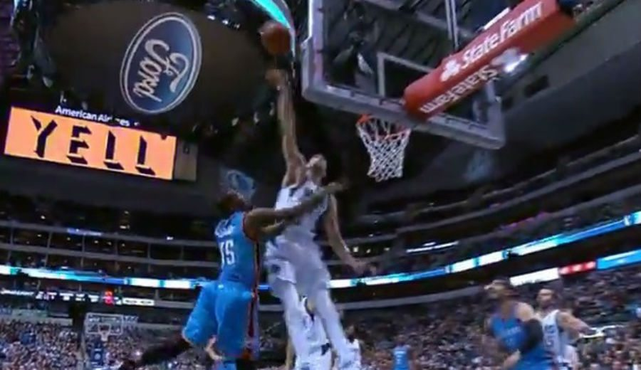 Un mes después, Mejri lo vuelve a hacer: chapas a Durant y Westbrook (Vídeos)