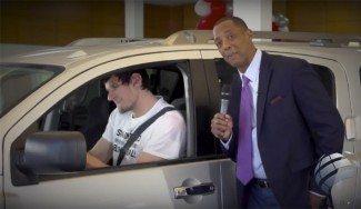 Ya protagoniza anuncios: Marjanovic encuentra el coche ideal para su tamaño (Vídeo)